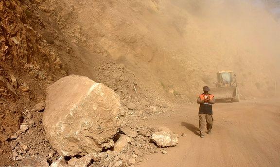ریزش جاده دیل براثر زلزله
