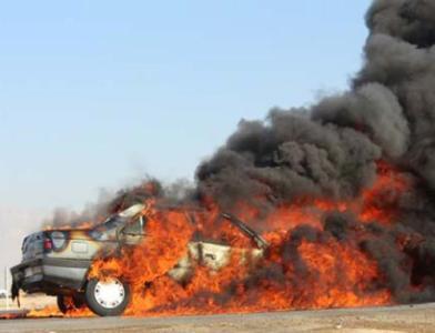 آتش گرفتن خودروی پژو در بلوار كاركنان گچساران